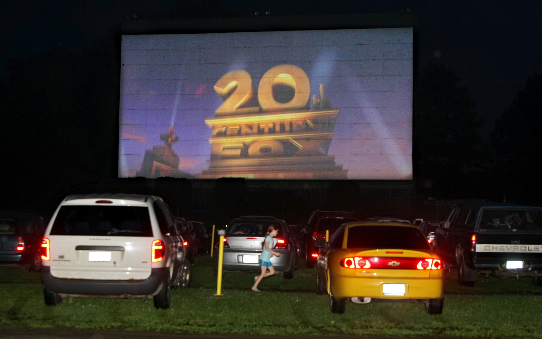 the return of the drive in movie theater